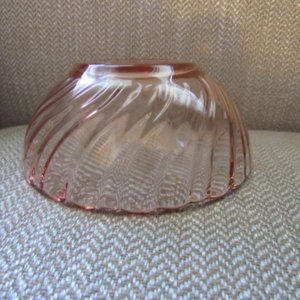 Vintage Dining - Pink glass swirl pattern small bowl